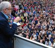 Jeremy Corbyn speaks to large crowd