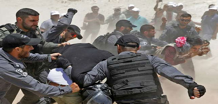 Israeli police grab demonstrators