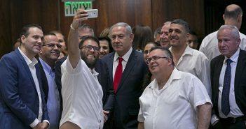 Netanyahu Nation-State selfie