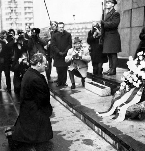 Willy Brandt at Warsaw Ghetto memorial